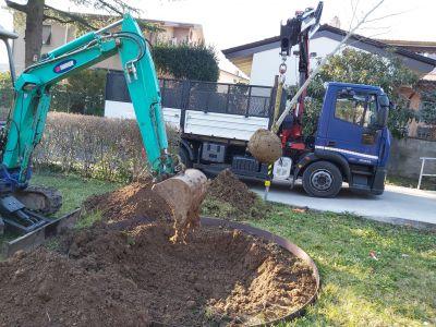 Preparazione buca per nuova piantagione